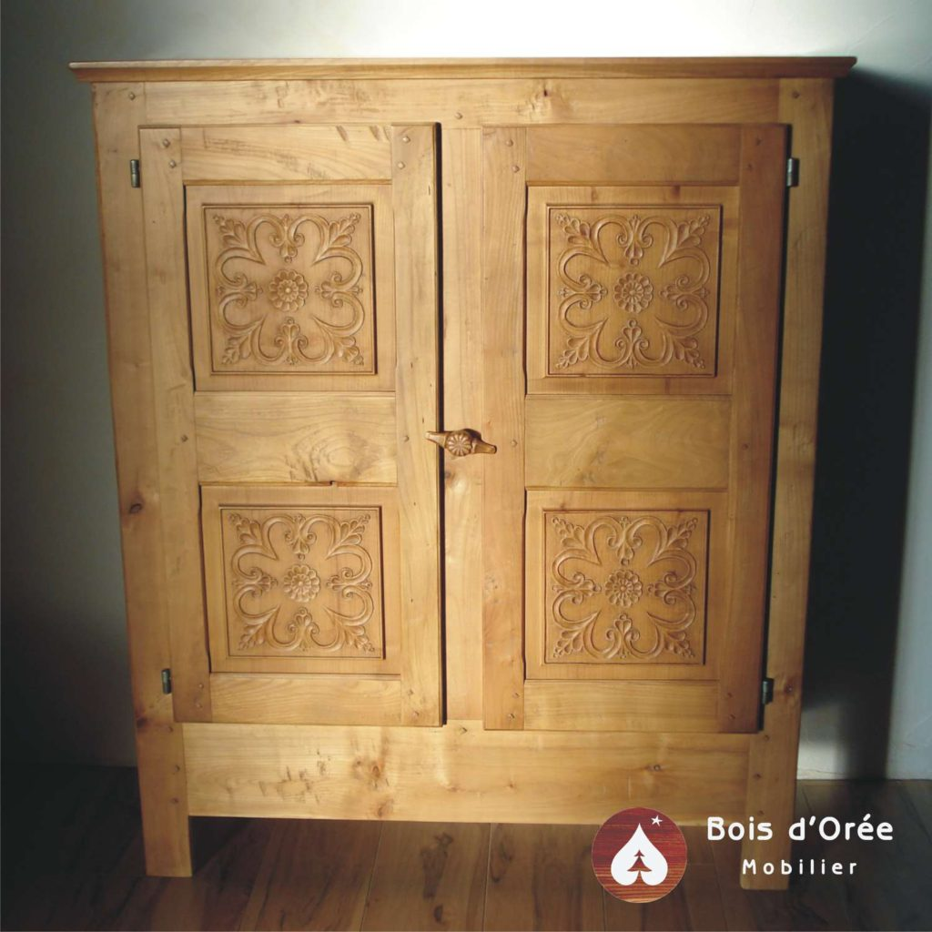 armoirette queyras bois d 39 or e meuble alpin de style savoyard montagne. Black Bedroom Furniture Sets. Home Design Ideas